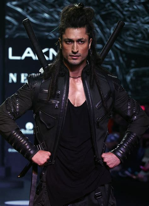 How to look as good as Vidyut Jammwal - Rediff