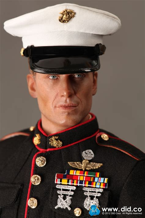 DiD US Ceremonial Marine with Overcoat and M1 Garand
