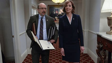 'West Wing' Reunion on 'Mom': Allison Janney and Richard