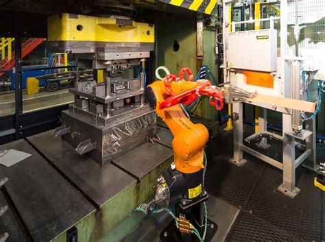 Hot forming simulator for an improved hot forming process