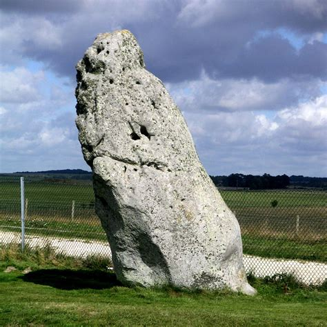 Stonehenge Pictures, Images & Facts - Wiltshire,