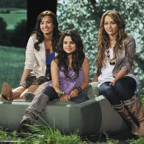 Kevin Jonas Tweets About Selena Gomez, Demi Lovato, and