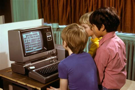 What is this TRS-80 game with castle and maze-like walls