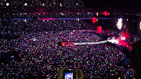 Mylo Xyloto Tour: Coldplay, 'Charlie Brown'- The Emirates